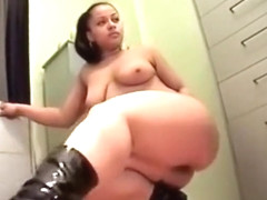 Private Home Clips Leila Showing Her Sexy and Curvy Body